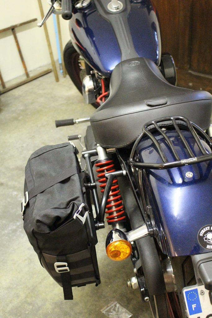 sacoche Legend Gear : montage sur Harley-Davidson